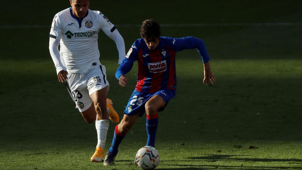 Insider verrät: Barça hat Gil im Kopf - FussballTransfers.com