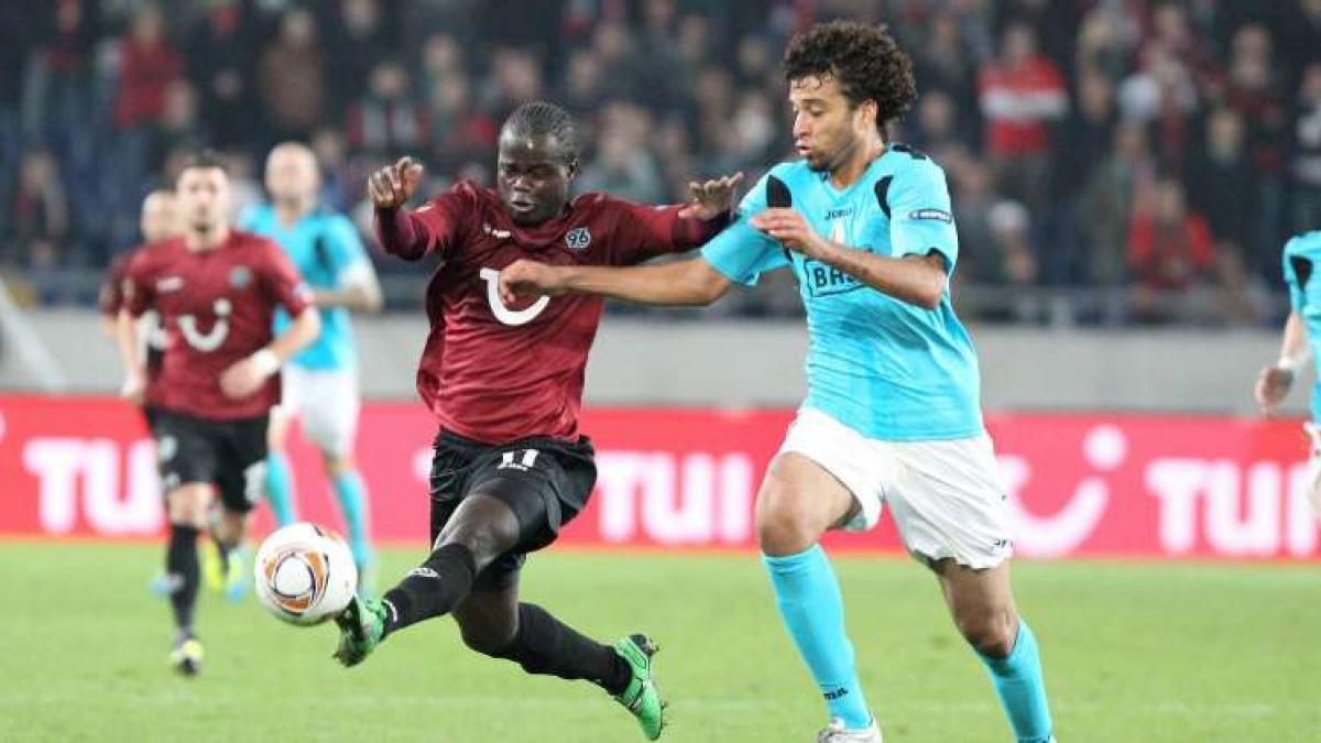 Didier Ya Konan (l.) ist trotz durchwachsener Saison ein gefragter Mann