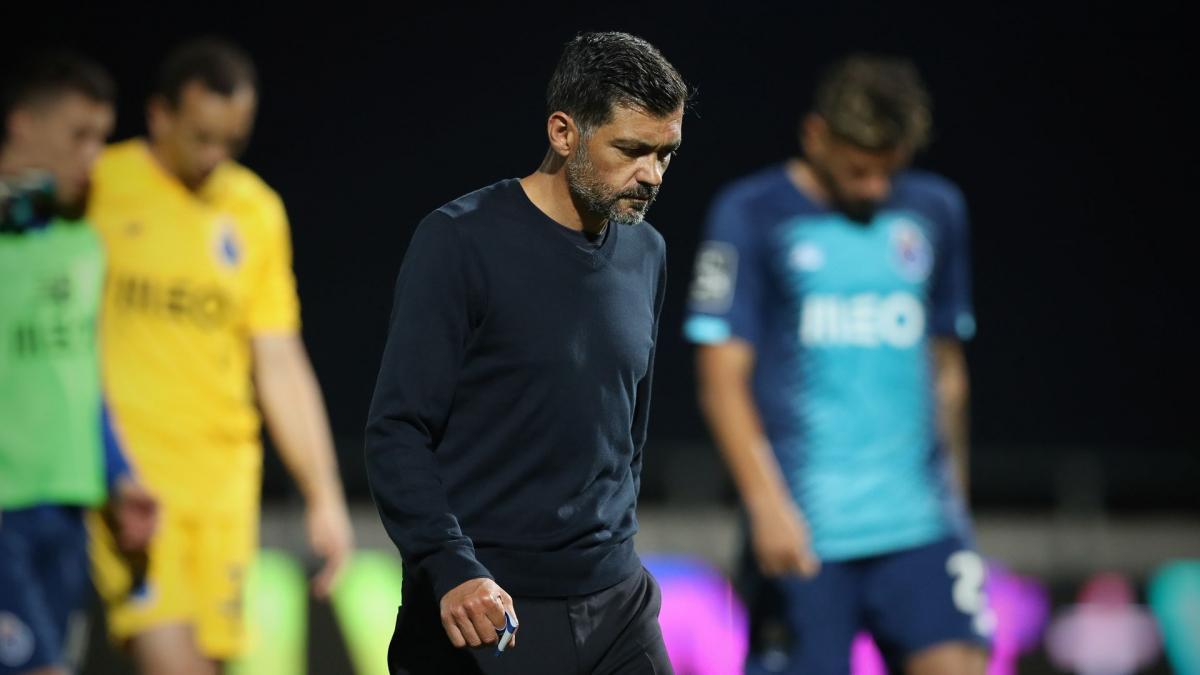 Conceição verlängert in Porto
