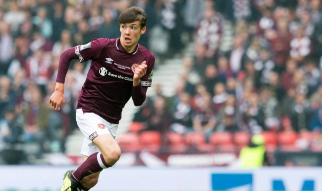 Aaron Hickey am Ball für Heart of Midlothian