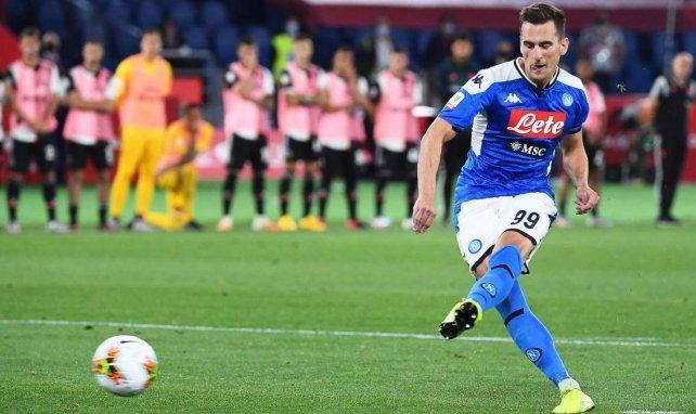 Arkadiusz Milik schießt einen Elfmeter gegen Juventus Turin im italienischen Pokalfinale