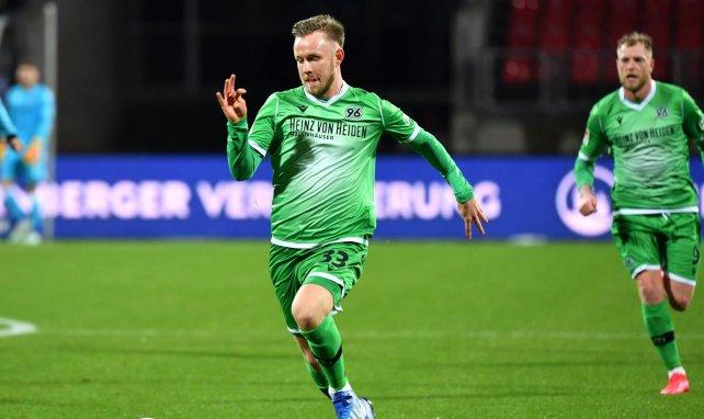 Cedric Teuchert im Einsatz für Hannover 96