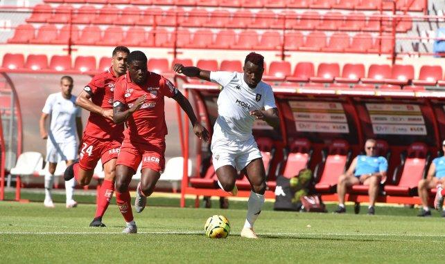 Éric Ebimbe (l.) im Einsatz für FCO Dijon