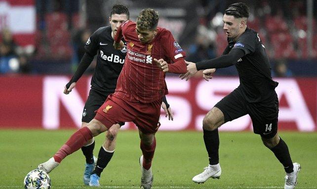 Dominik Szoboszlai (r.) im Zweikampf mit Liverpools Roberto Firmino
