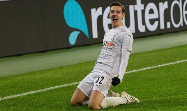 Florian Neuhaus bejubelt sein Siegtor gegen den FC Bayern
