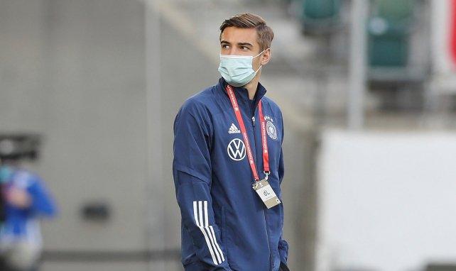 Florian Neuhaus vor Spielanpfiff