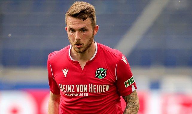 Jannes Horn im Trikot von Hannover 96