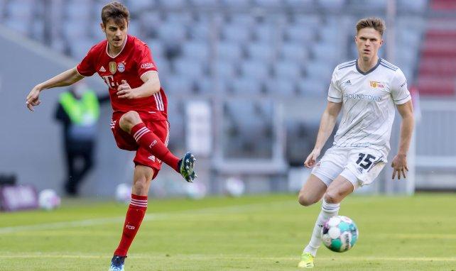Bayern-Talent Stanisic bleibt