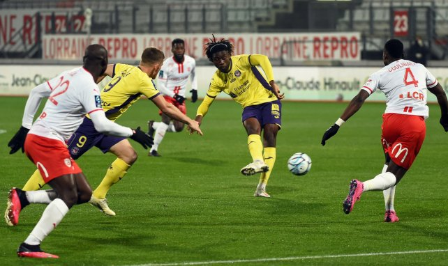 Kouadio Koné (M.) im Einsatz für den FC Toulouse