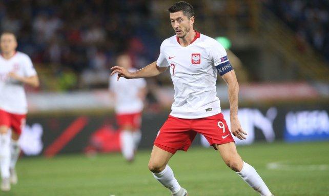 Lewandowski führt die Polen als Kapitän aufs Feld