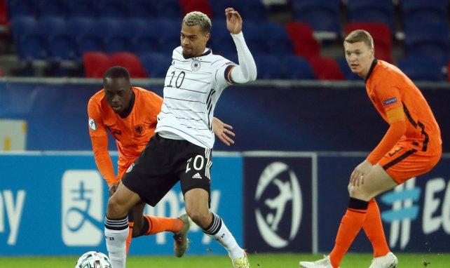 Drei Bundesligisten an Nmecha dran