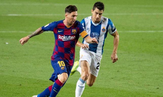 Marc Roca (r.) im Duell mit Lionel Messi