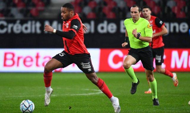 VfB an Mittelstürmer Phaeton dran