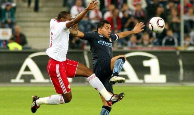 Carlos Tévez (r) will England im Sommer verlassen