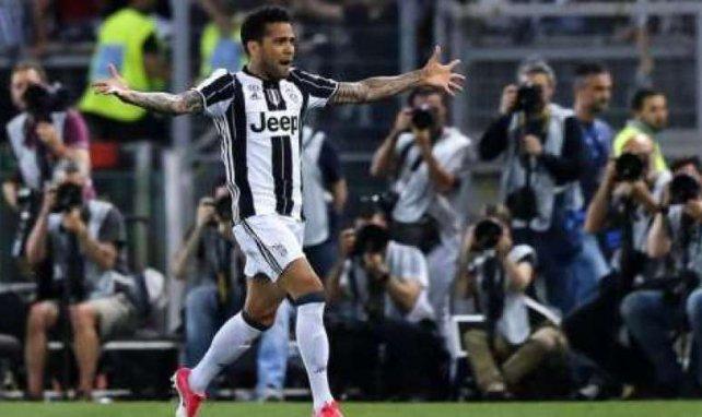 Dani Alves hat bei PSG unterschrieben