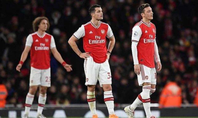 David Luiz, Granit Xhaka und Mesut Özil mit fragenden Blicken