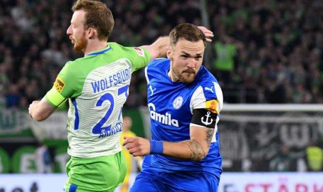Rafael Czichos (r.) klopfte mit Kiel ans Tor zur Bundesliga