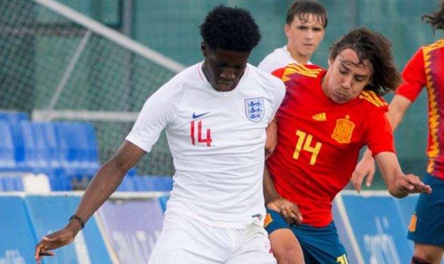 Samuel Iling (l.) im Einsatz für Englands U17