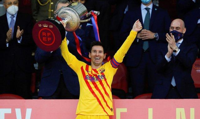 Lionel Messi feiert den Gewinn der Copa del Rey