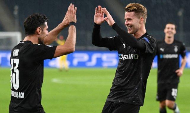Lars Stindl (l.) und Nico Elvedi bejubeln einen Treffer von Borussia Mönchengladbach