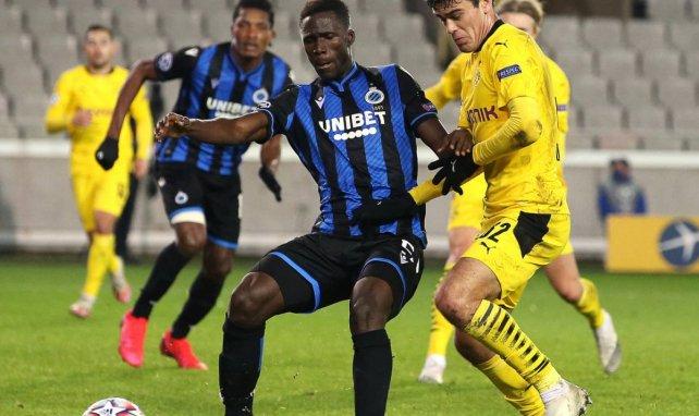 Odilon Kossounou im Zweikampf mit Dortmund Giovanni Reyna