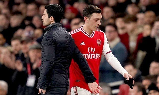 Mesut Özil ist bei Arsenal außen vor