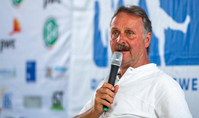 Hilfe für Schalke: Neururer klärt auf