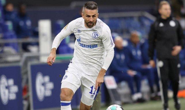 Vedad Ibisevic am Ball für Schalke
