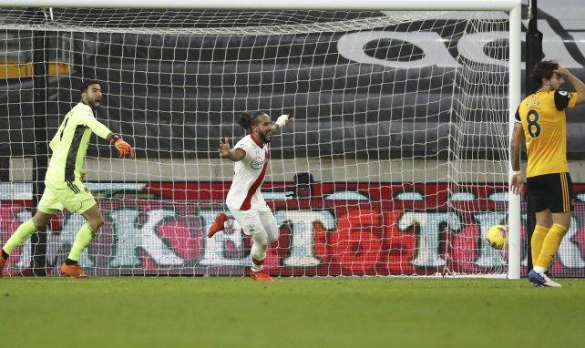 Walcott bleibt Southampton treu